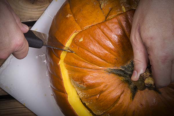slicing the stuffed pumpkin